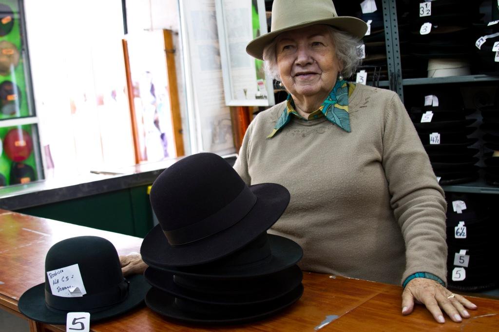 9b6eb7841d755 Dueña de la sombrerería San Miguel.